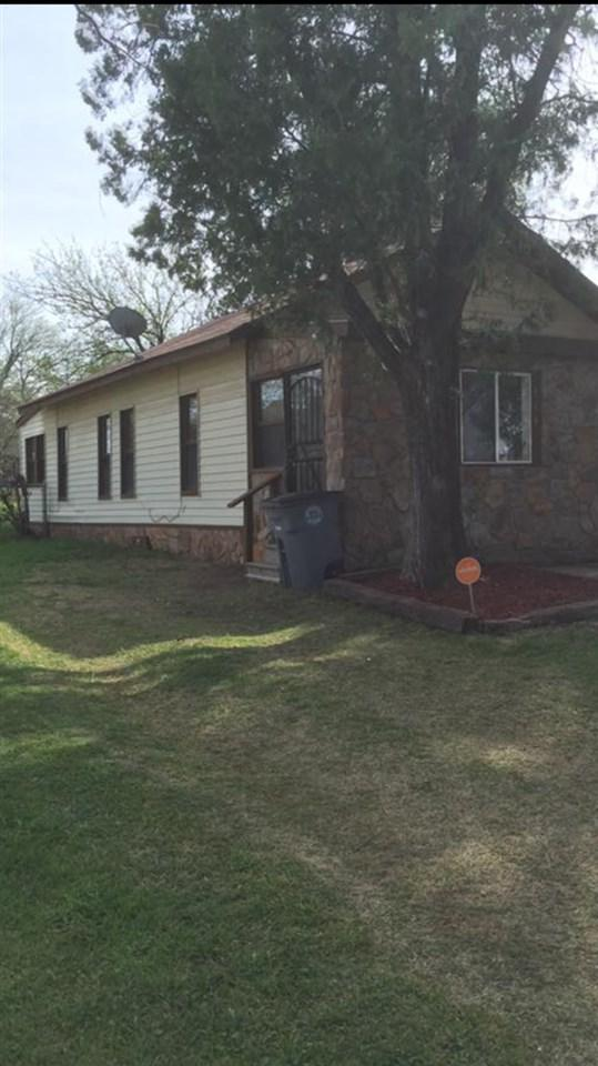 514 SW Park Ave, Lawton, OK 73505 (MLS #147456) :: Pam & Barry's Team - RE/MAX Professionals