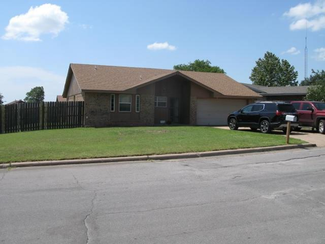 619 SE Meiling Dr, Lawton, OK 73501 (MLS #147994) :: Pam & Barry's Team - RE/MAX Professionals