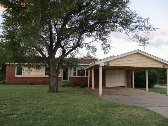 502 Main St, Geronimo, OK 73543 (MLS #148446) :: Pam & Barry's Team - RE/MAX Professionals