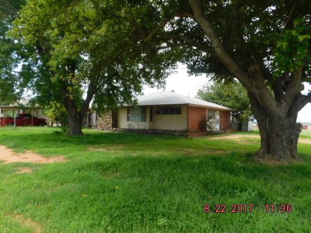411 N East Dr, Fletcher, OK 73541 (MLS #148896) :: Pam & Barry's Team - RE/MAX Professionals