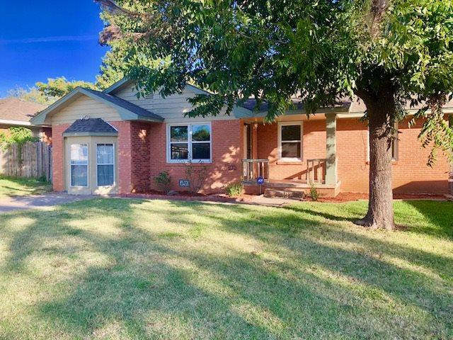 2409 NW Cheyenne Ave, Lawton, OK 73501 (MLS #149158) :: Pam & Barry's Team - RE/MAX Professionals