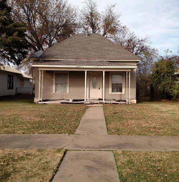 805 NW Dearborn Ave, Lawton, OK 73507 (MLS #149229) :: Pam & Barry's Team - RE/MAX Professionals