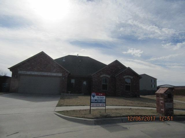 7222 SW Stradford Ave, Lawton, OK 73505 (MLS #149433) :: Pam & Barry's Team - RE/MAX Professionals