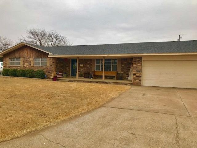 1105 Holly St, Walters, OK 73572 (MLS #149907) :: Pam & Barry's Team - RE/MAX Professionals