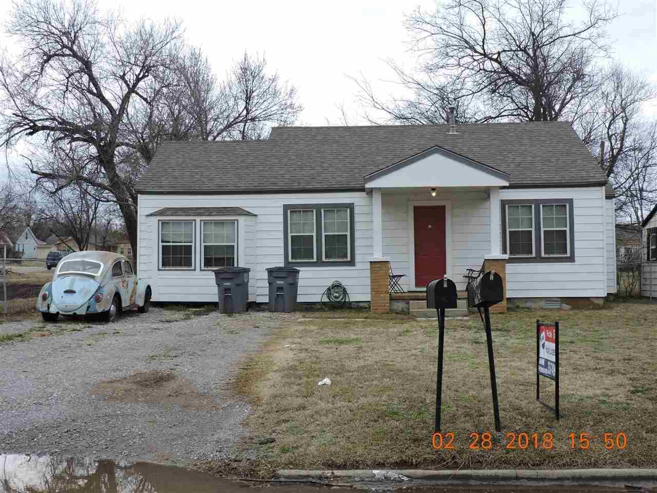 1413 Columbia Ave - Photo 1