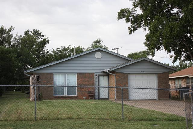 1410 SW Garfield Ave, Lawton, OK 73501 (MLS #150277) :: Pam & Barry's Team - RE/MAX Professionals