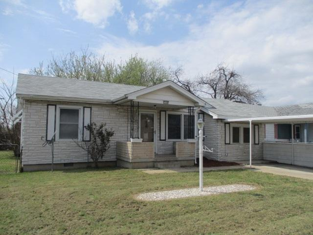 2108 NW 12th St, Lawton, OK 73507 (MLS #150387) :: Pam & Barry's Team - RE/MAX Professionals