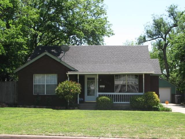 1138 NW Maple Ave, Lawton, OK 73507 (MLS #150652) :: Pam & Barry's Team - RE/MAX Professionals