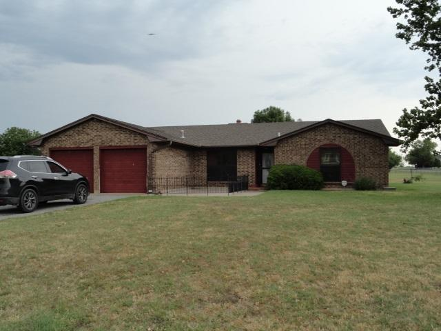 24 W Pheasant Ln, Lawton, OK 73538 (MLS #151037) :: Pam & Barry's Team - RE/MAX Professionals