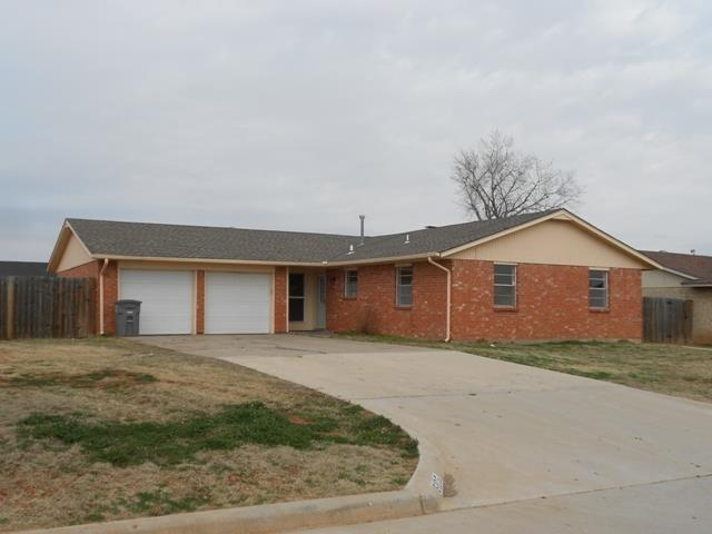 6105 SW Summit Ave, Lawton, OK 73505 (MLS #151336) :: Pam & Barry's Team - RE/MAX Professionals
