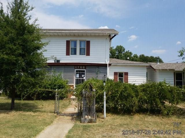 1702 SW 9th St, Lawton, OK 73501 (MLS #151706) :: Pam & Barry's Team - RE/MAX Professionals