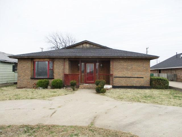 308 N 1st St, Frederick, OK 73542 (MLS #153051) :: Pam & Barry's Team - RE/MAX Professionals