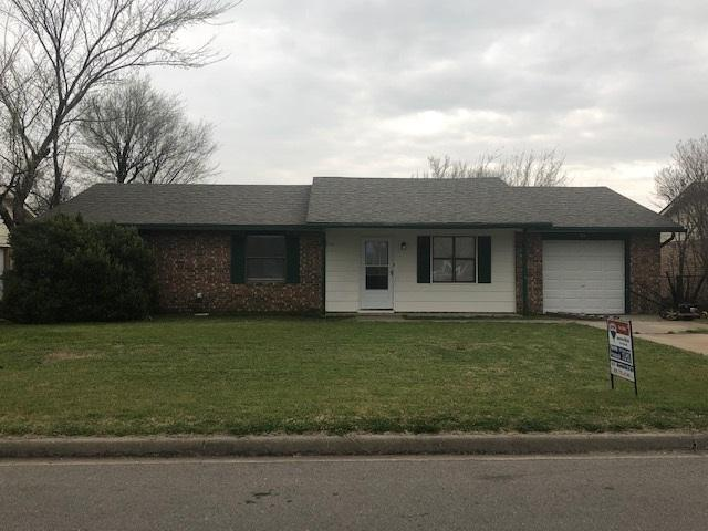 110 E B Ave, Cache, OK 73527 (MLS #153112) :: Pam & Barry's Team - RE/MAX Professionals