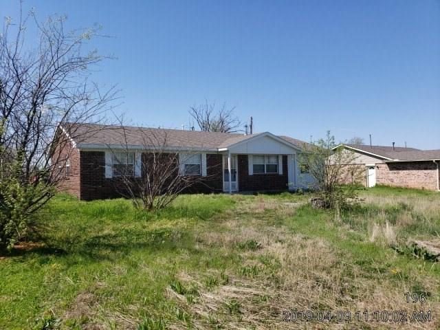 804 Geronimo St, Geronimo, OK 73543 (MLS #153292) :: Pam & Barry's Team - RE/MAX Professionals