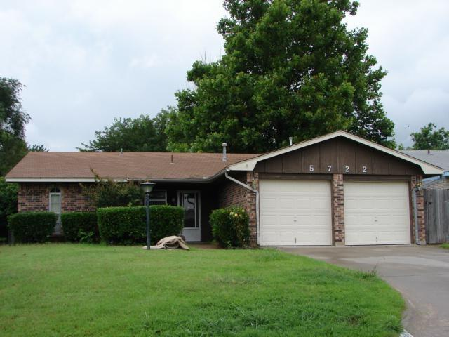 5722 NW Cedarwood Dr, Lawton, OK 73505 (MLS #153540) :: Pam & Barry's Team - RE/MAX Professionals