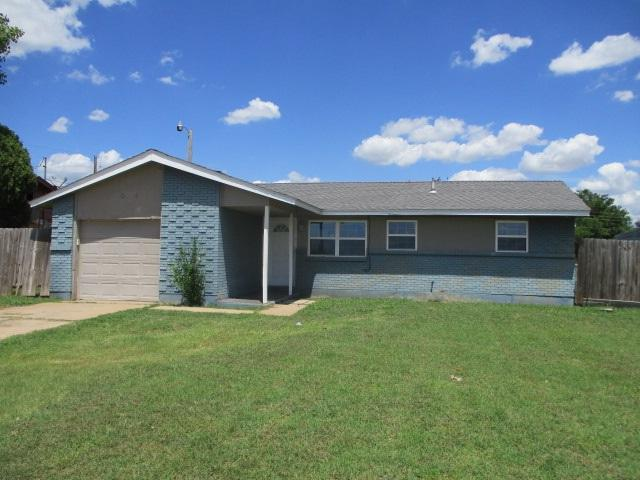 706 SW 52nd St, Lawton, OK 73505 (MLS #153753) :: Pam & Barry's Team - RE/MAX Professionals