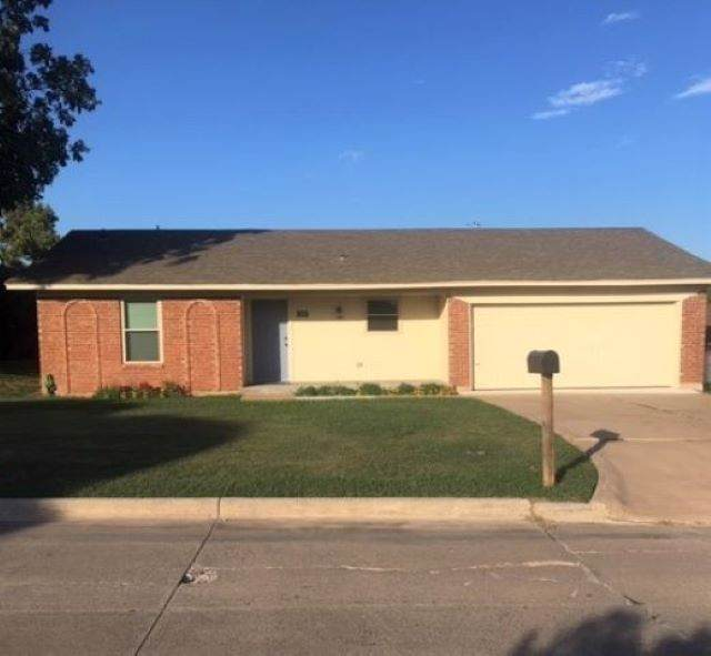 403 NW Compass Dr, Lawton, OK 73505 (MLS #154289) :: Pam & Barry's Team - RE/MAX Professionals