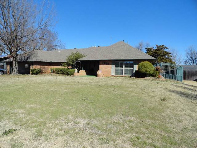 5005 SW Country Club Dr, Lawton, OK 73505 (MLS #154346) :: Pam & Barry's Team - RE/MAX Professionals