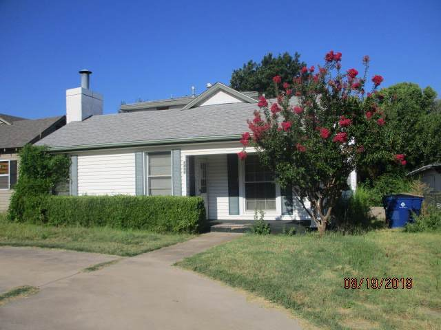 1410 S 12th St, Chickasha, OK 73018 (MLS #154498) :: Pam & Barry's Team - RE/MAX Professionals