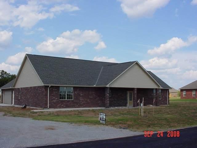 22 NE Prairie View Dr, Elgin, OK 73538 (MLS #154755) :: Pam & Barry's Team - RE/MAX Professionals