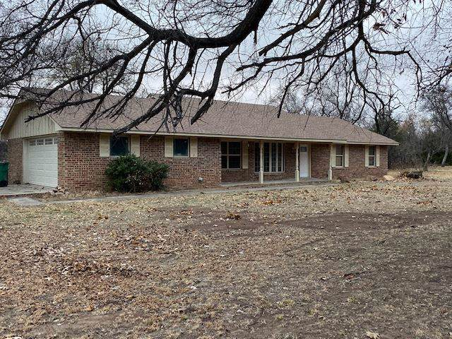 410 Shady Lane Dr, Cache, OK 73527 (MLS #154823) :: Pam & Barry's Team - RE/MAX Professionals