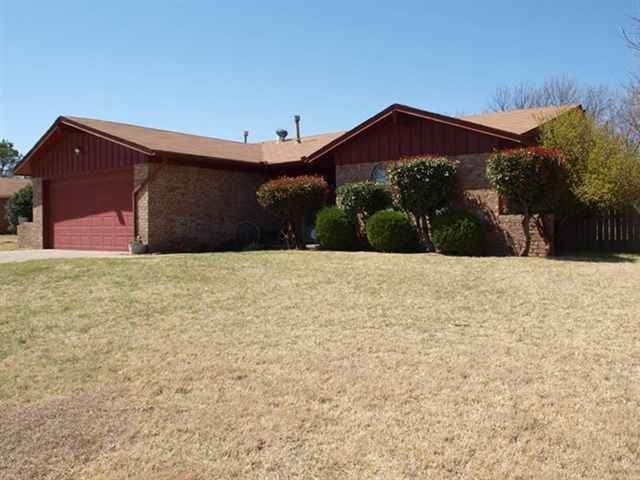 4746 SE Sunnymeade Dr, Lawton, OK 73501 (MLS #155278) :: Pam & Barry's Team - RE/MAX Professionals