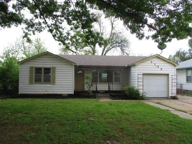 2134 NW Smith Ave, Lawton, OK 73505 (MLS #155725) :: Pam & Barry's Team - RE/MAX Professionals