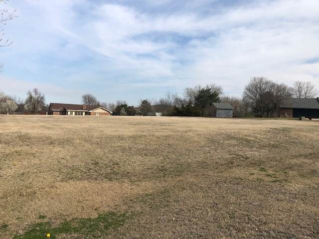 53 NW Travers Cir, Lawton, OK 73507 (MLS #156196) :: Pam & Barry's Team - RE/MAX Professionals