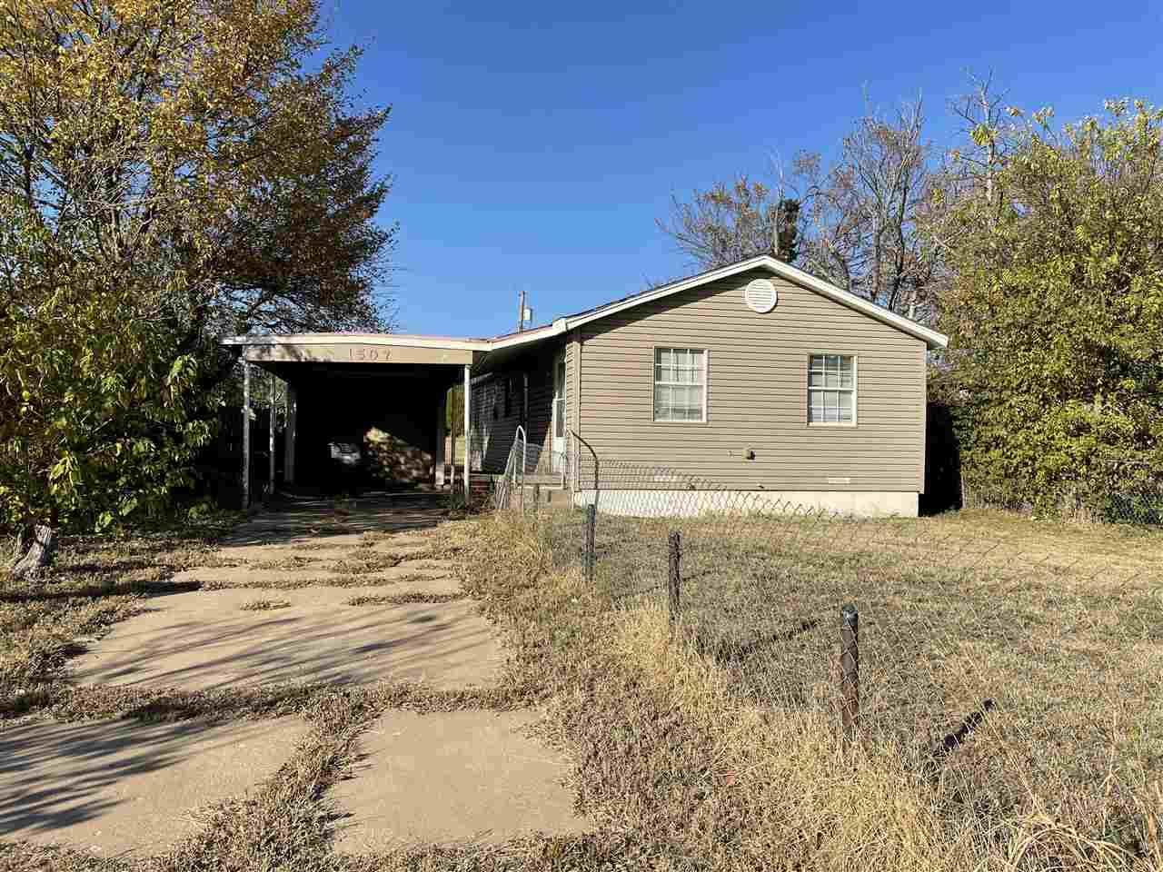 1507 Oklahoma Ave - Photo 1