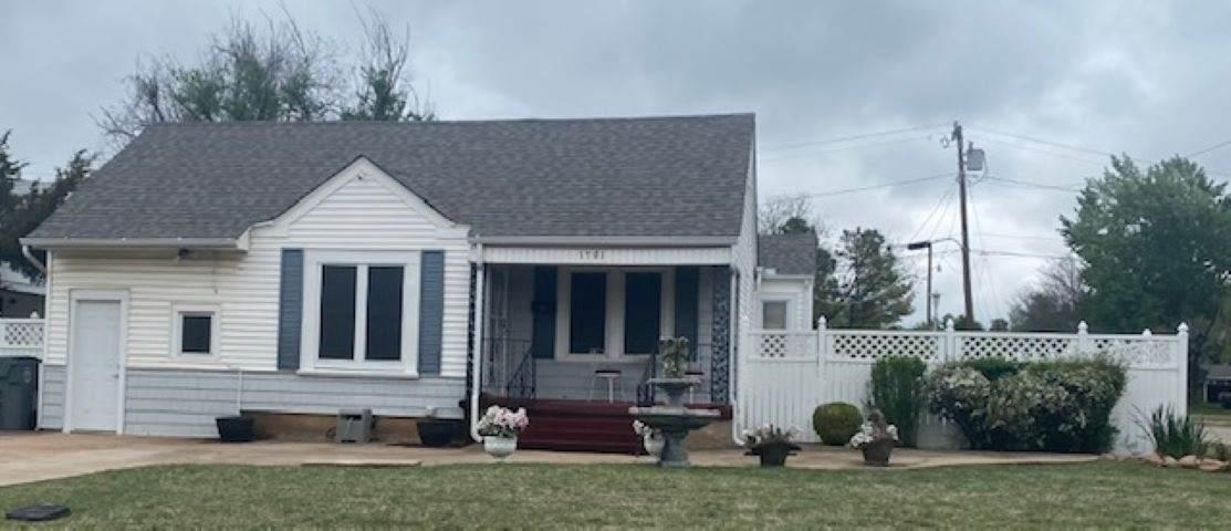 1701 Elm Ave - Photo 1
