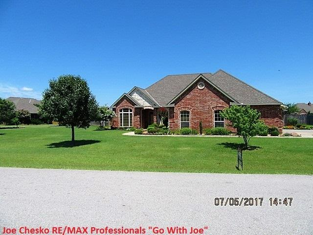 14 NW Lakewood Dr, Lawton, OK 73505 (MLS #148188) :: Pam & Barry's Team - RE/MAX Professionals