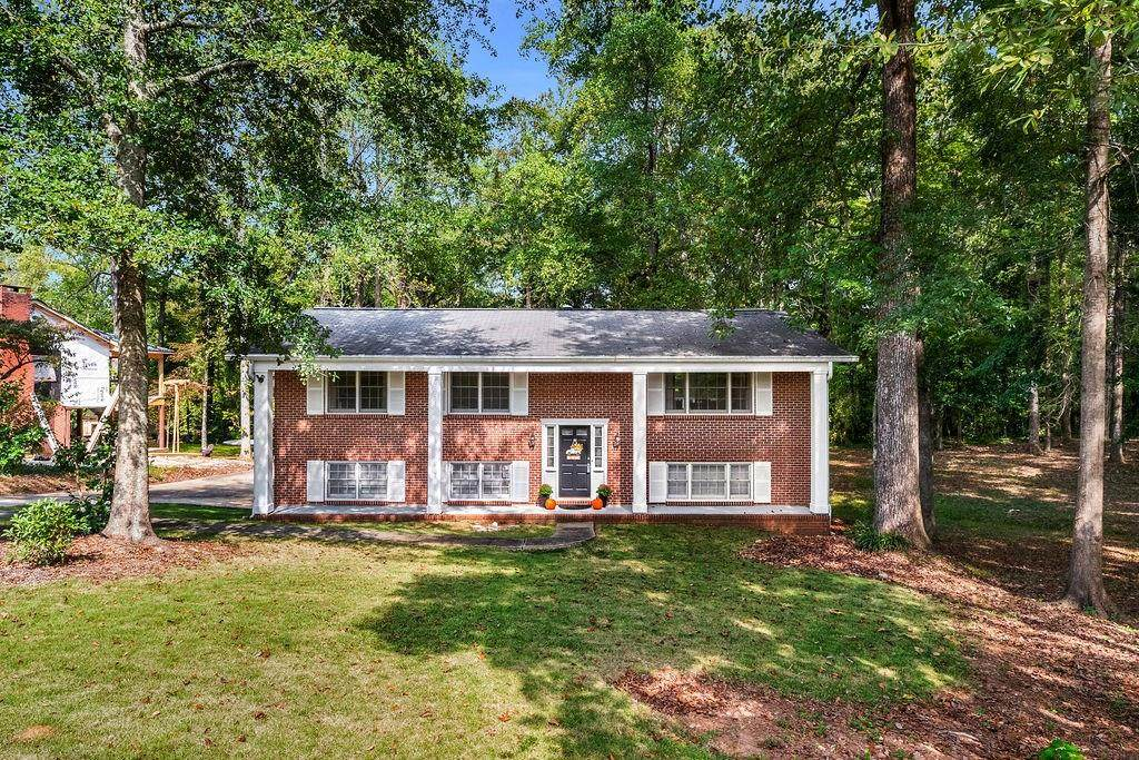 555 Forestdale Drive - Photo 1