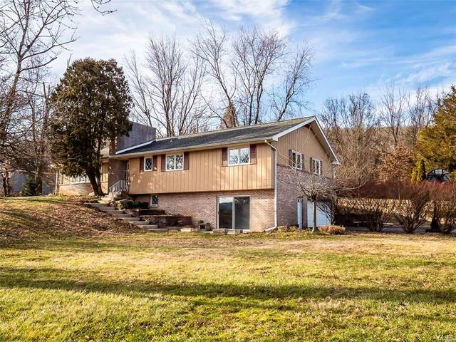 2813 Oakhurst Drive, Upper Saucon Twp, PA 18034 (MLS #633447) :: Justino Arroyo | RE/MAX Unlimited Real Estate