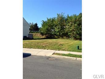 125 Highlands Circle #21, Easton, PA 18042 (MLS #570252) :: Jason Freeby Group at Keller Williams Real Estate