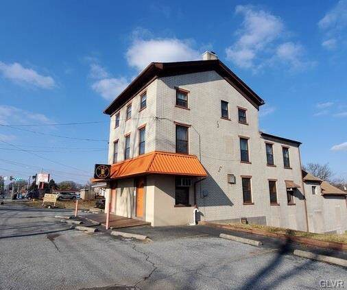 1061 N 6th Street, Whitehall Twp, PA 18052 (MLS #632163) :: Justino Arroyo | RE/MAX Unlimited Real Estate