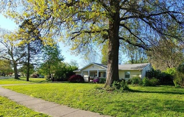 496 Lamont Drive, Lexington, KY 40503 (MLS #20007855) :: The Lane Team