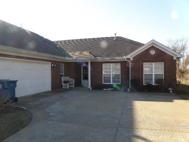 178 Clubhouse Drive, Shelbyville, KY 40065 (MLS #1901752) :: The Lane Team