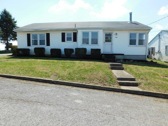 766 Maple Street, Harrodsburg, KY 40330 (MLS #1906303) :: The Lane Team