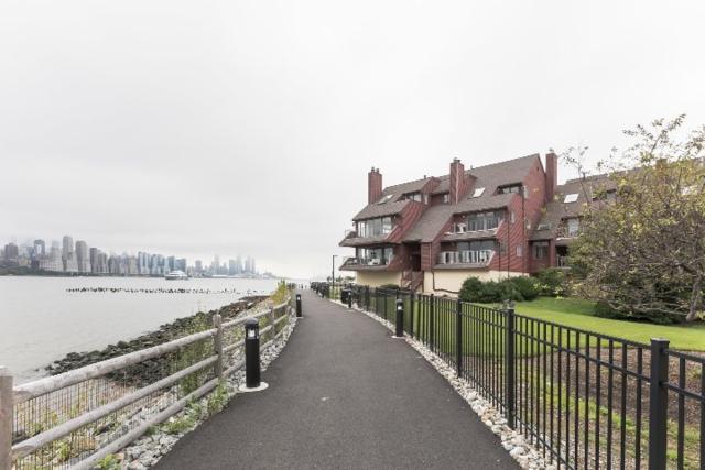 3B Cove Lane 3B, North Bergen, NJ 07047 (MLS #180018065) :: Marie Gomer Group
