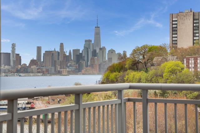 1125 Maxwell Lane #600, Hoboken, NJ 07030 (MLS #190007827) :: The Trompeter Group