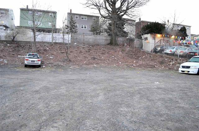 8924-8928 Tonnelle Ave, North Bergen, NJ 07047 (MLS #170016235) :: The DeVoe Group