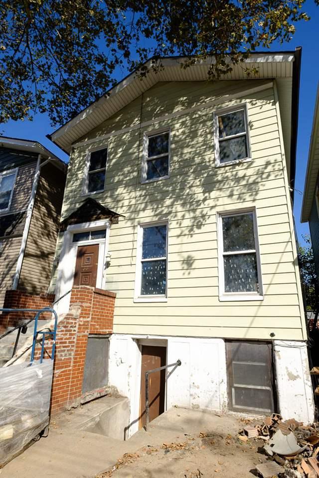 20 Jewett Ave, Jc, Bergen-Lafayett, NJ 07304 (MLS #170020075) :: The DeVoe Group