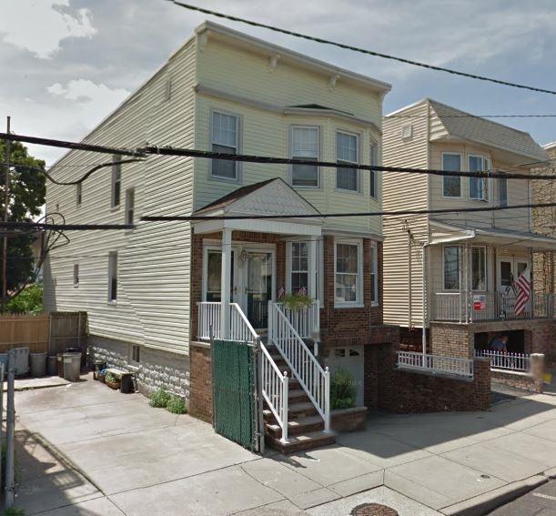 48 East 15Th St, Bayonne, NJ 07002 (MLS #180002883) :: The DeVoe Group