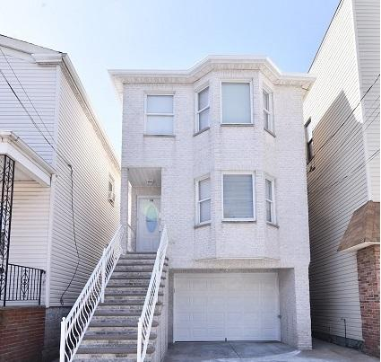 14 West 10Th St, Bayonne, NJ 07002 (MLS #180007074) :: The Trompeter Group