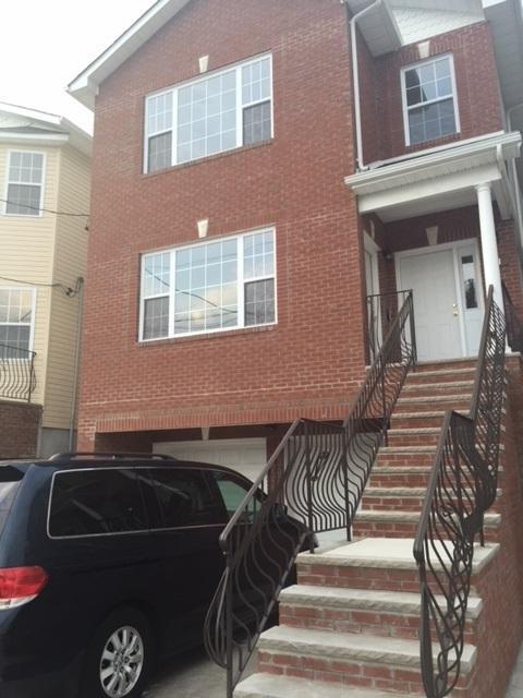11 Oak St, Bayonne, NJ 07002 (MLS #180017602) :: The Trompeter Group