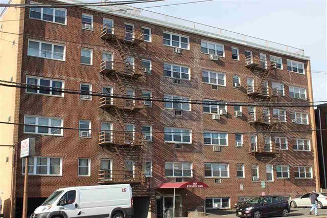 8829 Kennedy Blvd C6, North Bergen, NJ 07047 (#180021513) :: Daunno Realty Services, LLC