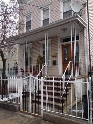 8 Pierce Ave, Jc, Heights, NJ 07307 (MLS #180023039) :: The Trompeter Group
