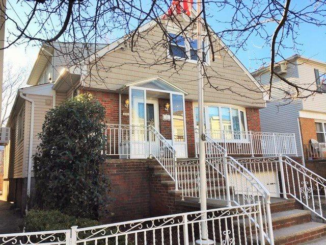 100 Evergreen St, Bayonne, NJ 07002 (MLS #180023460) :: The Trompeter Group