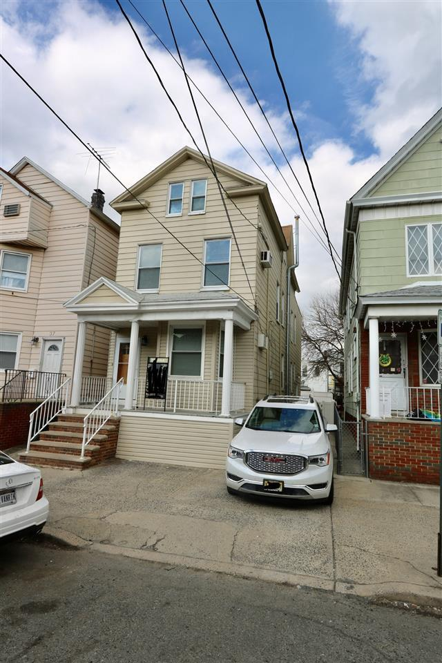 35 Andrew St, Bayonne, NJ 07002 (MLS #190005133) :: The Trompeter Group