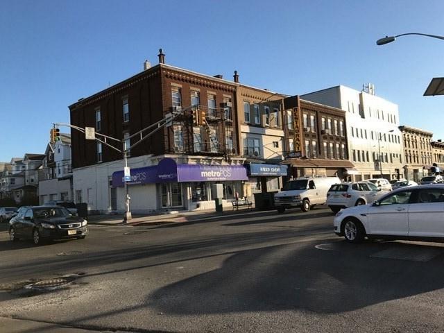 700 Broadway, Bayonne, NJ 07002 (MLS #190005260) :: The Trompeter Group